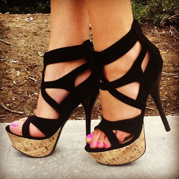 Barefoot in the streets (http://www.lexoweb.com/Set143